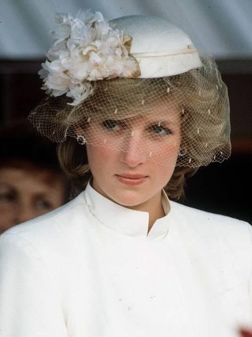 戴安娜穿搭已成经典!离世22年依然时髦气质,名副其实的时尚偶像