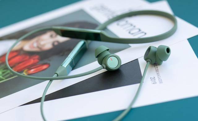 无线蓝牙耳机排行_小米力压三星!全球真无线耳机销量排名出炉:苹果还是第一