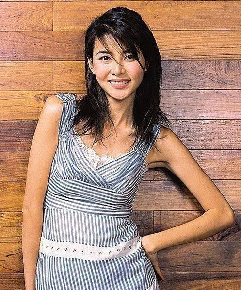 她24岁进入娱乐圈 与郑伊健相恋7年 现在她46岁了还是个女孩