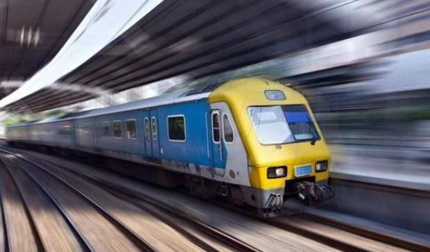 中国任性的火车不在中间的任何一个车站停车 只卖卧铺票