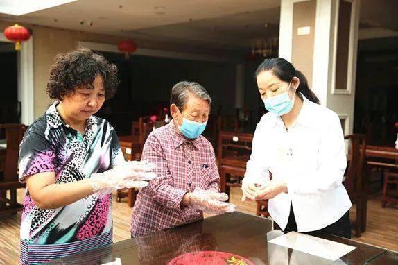 北京金藤养老公寓:欢声笑语,欢庆国庆中秋