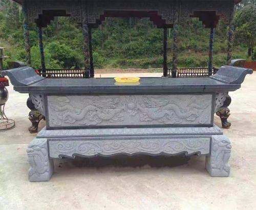 寺庙里的石雕供桌的造型与摆放要求