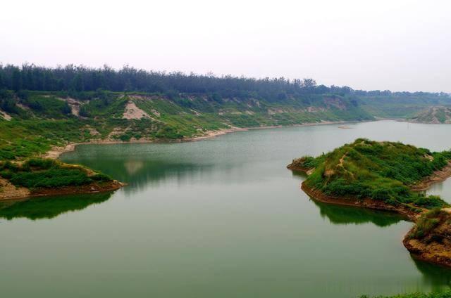 滹沱河游记:挖沙形成的小湖