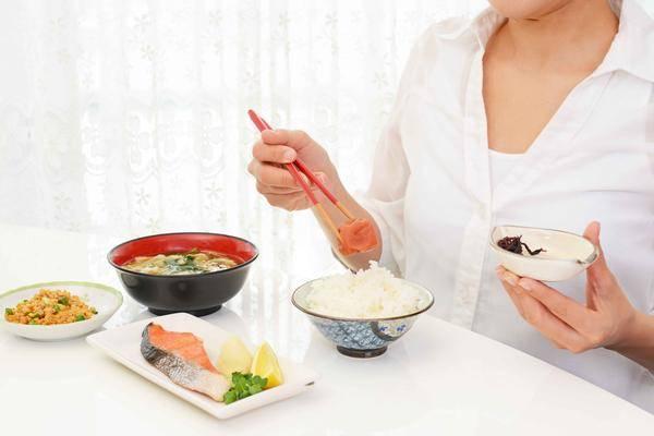 饭后这些容易折寿的坏习惯,很多人不知情天天做,劝你尽早改掉