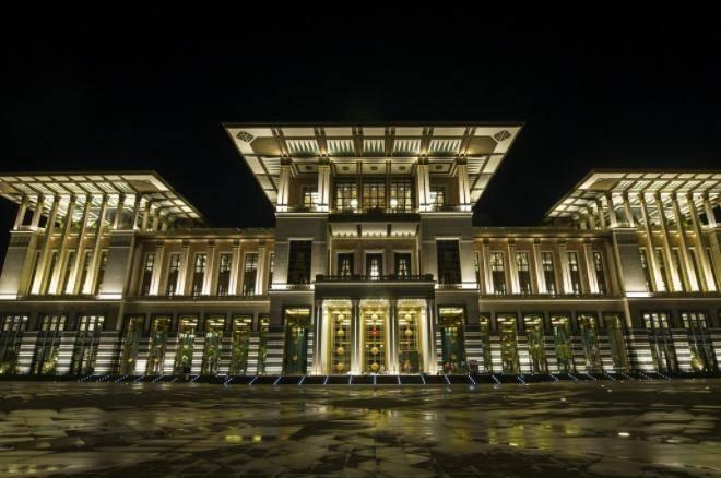 世界上最奢侈总统府,为了面子建成,斥资10亿美元却是违章建筑