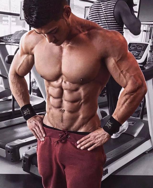 长期健身的肌肉型男,一旦停止锻炼,身体会有什么变化?