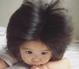 """为啥新生儿有的头发多,有的少?4个方法,让宝宝告别""""小秃头"""""""