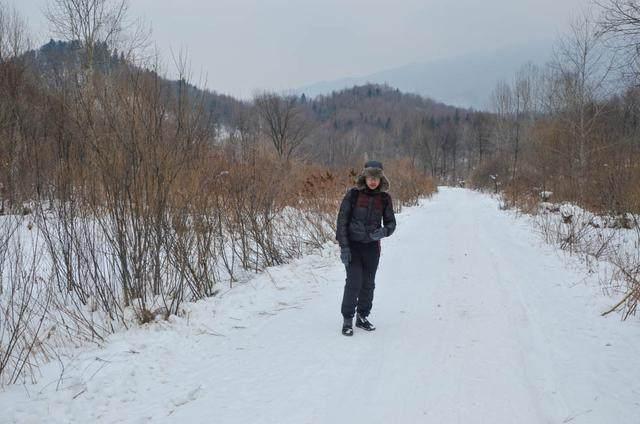 还去雪乡人挤人?徒步翻雪山后就有一个梦幻村落!