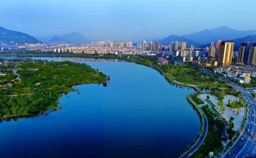 重庆正在同城发展的三个区县,常住人口367万,实力有望超越达州