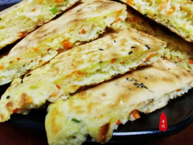 三种混合面制作的蔬菜饼香喷喷的,表面酥脆里面松软,营养又美味