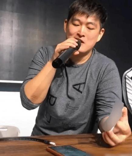 赵本山的儿子直播唱歌,承袭父母艺术天赋唱功扎实