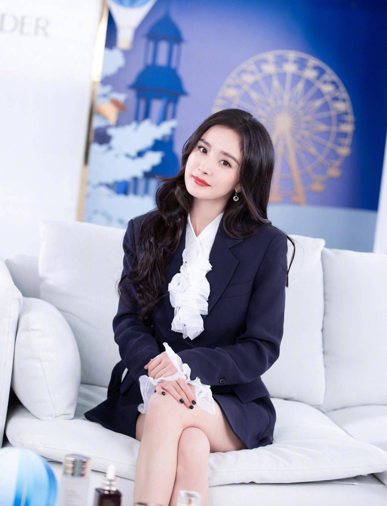 34岁的杨幂颜值不再,出席活动生图被嘲,她的脸也垮了?