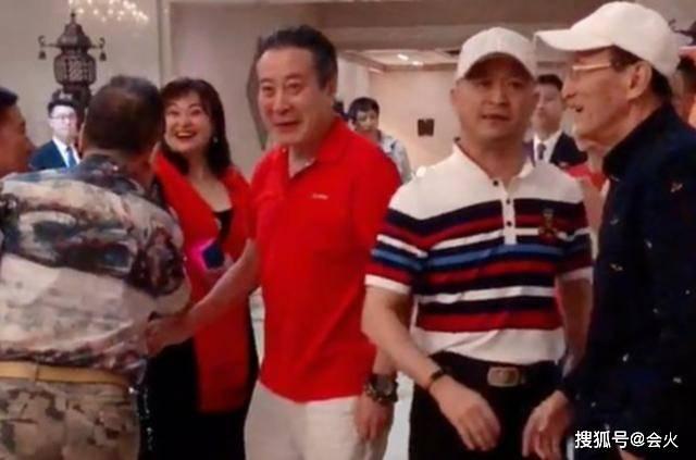 """反派演员大聚会,""""丁义珍""""也在,身后王璐瑶被指一双眼迷倒全国"""