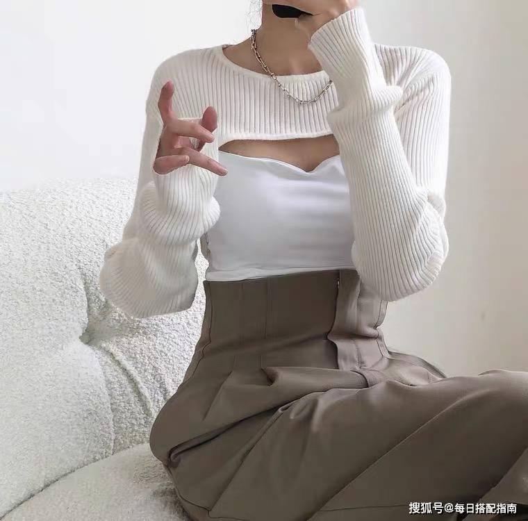 """最近流行一种女式衬衫,叫""""半女式衬衫""""。它"""