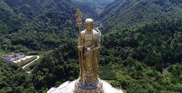 历时10年投资15亿元建成的中国最高藏传菩萨像高