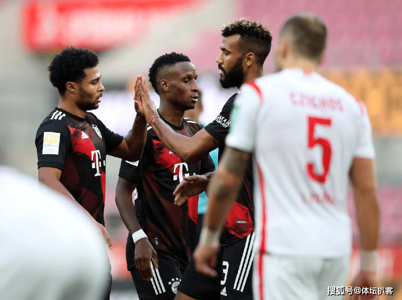 2-1!欧洲5冠王登顶德甲榜首,猖狂8连胜,延续9年不败记载