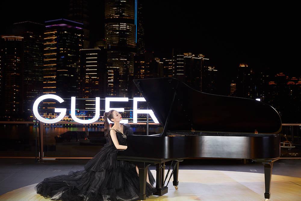 法国娇兰品牌挚友吉娜爱丽丝用钢琴演绎艺术与时间的对话