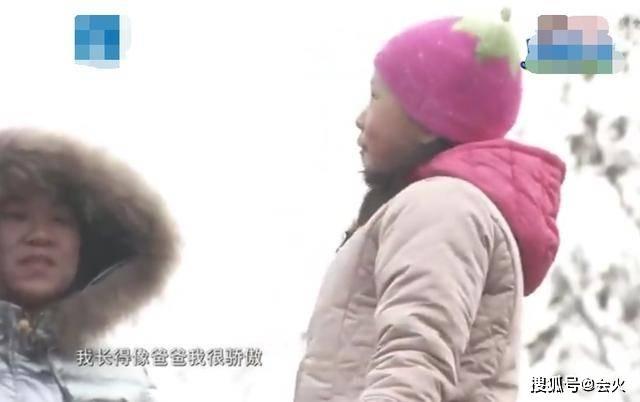 小沈阳女儿对镜头抛媚眼,名媛范足不像14岁!穿戴泄漏其不差钱(图8)