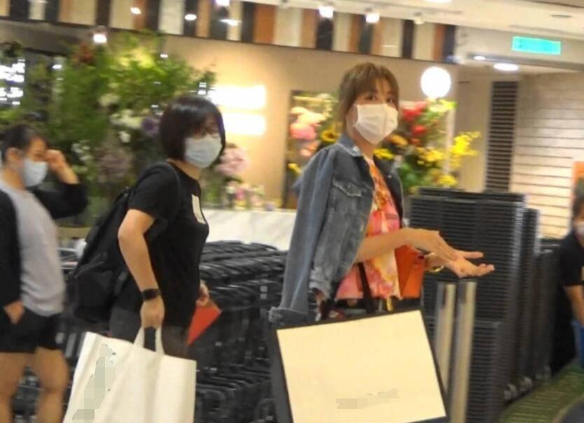 """37岁""""艾莉""""李彩桦豪门梦碎却身家过亿,12套物业遍布五大洲,离婚后她更夺目了!"""