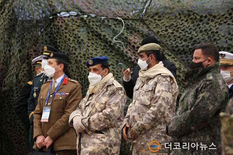 脸丢到家了—韩国反坦克导弹在观摩活动中打偏1.5千米,炸翻了农田