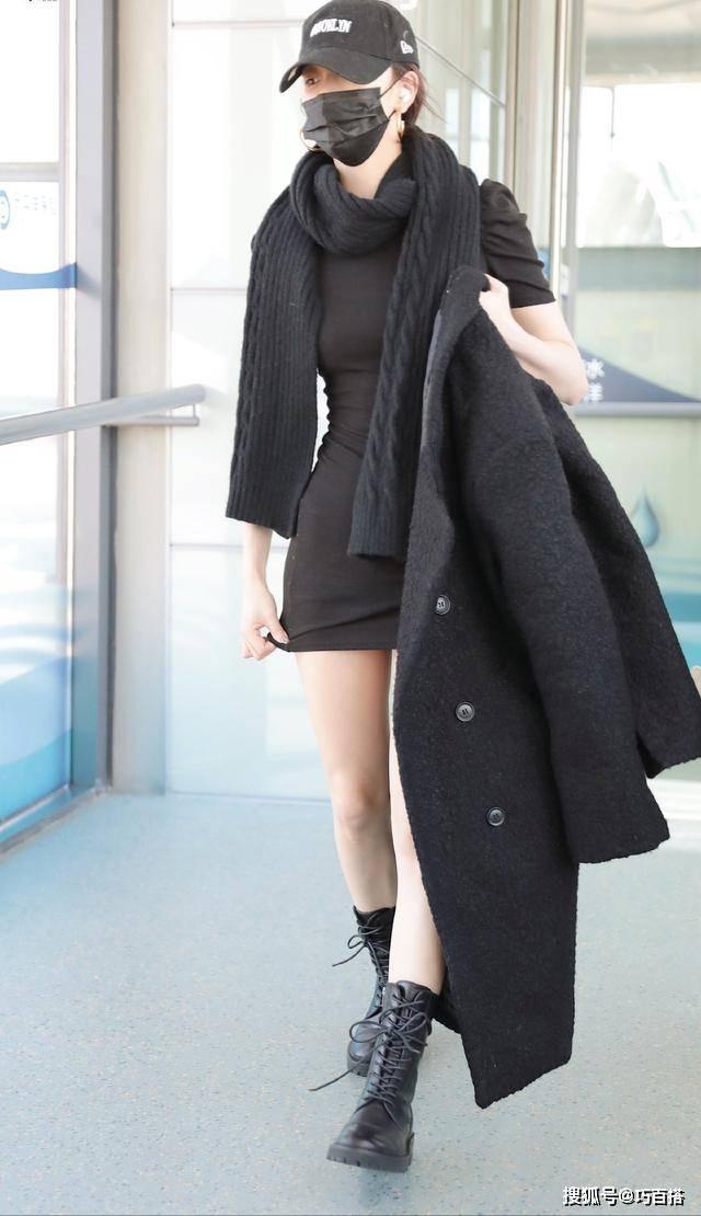 原创             太佩服孔雪儿了,机场穿搭永远棉服配短裙,反季节搭配理念确实绝