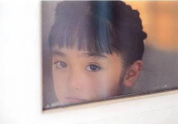 求婚小19岁女友后,李亚鹏欠债4000万案将开庭,拒绝媒体采访