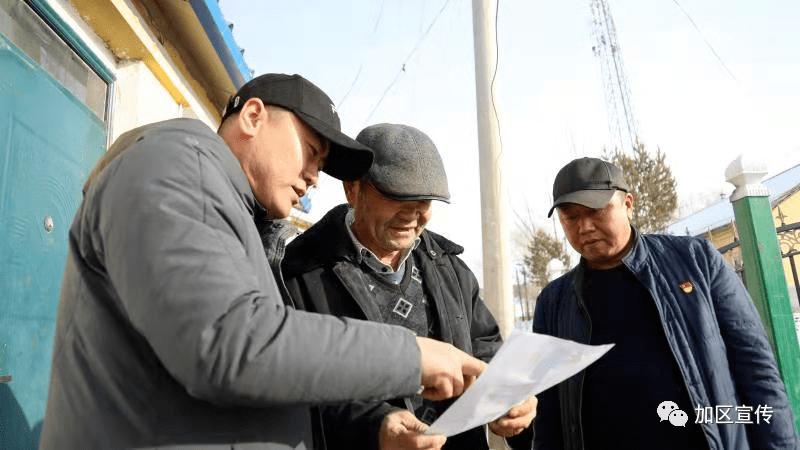 加格达奇区百花村党员努力加入农村清理行动