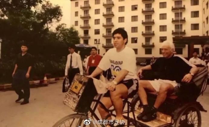 马拉多纳曾与四川全兴踢友谊赛 在华骑人力三轮车(图)