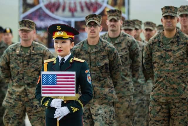可汗探索演习中的蒙古女兵,大多来自军乐团,容颜美丽身材一致