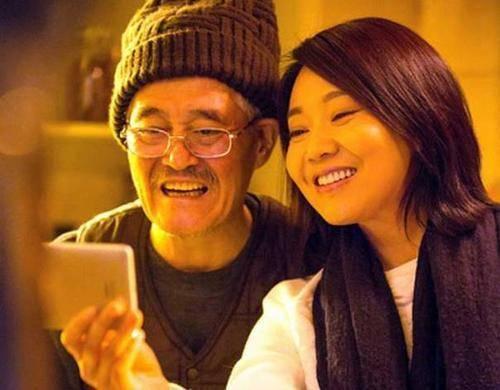 49岁的闫妮与62岁的赵本山,两人关系公开,网友:瞒了这么久