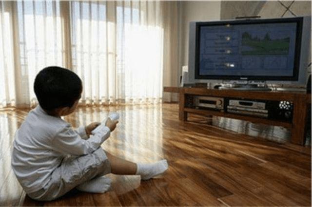哈佛大学研究显示,经常看电视与不爱看电视的孩子,未来差距明显