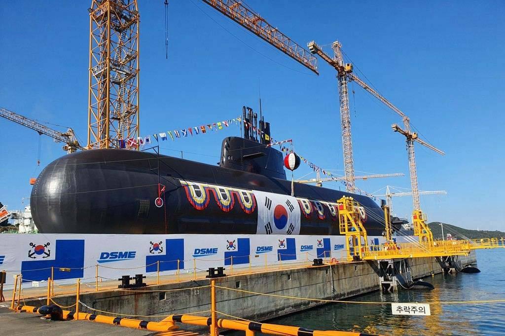 """韩国""""安武""""号潜艇下水,安装6管垂直发射系统,可发射弹道导弹"""