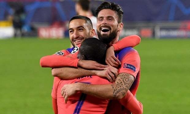 欧冠积分榜:英超4队4个第一!曼联1-2照旧第一,吉鲁4年夜四喜切尔西4-0