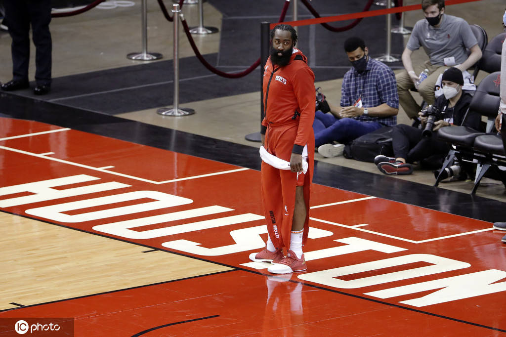 休斯顿火箭队当家球星詹姆斯-哈登因为违背NBA联盟健康和安全协议被罚款50000美元