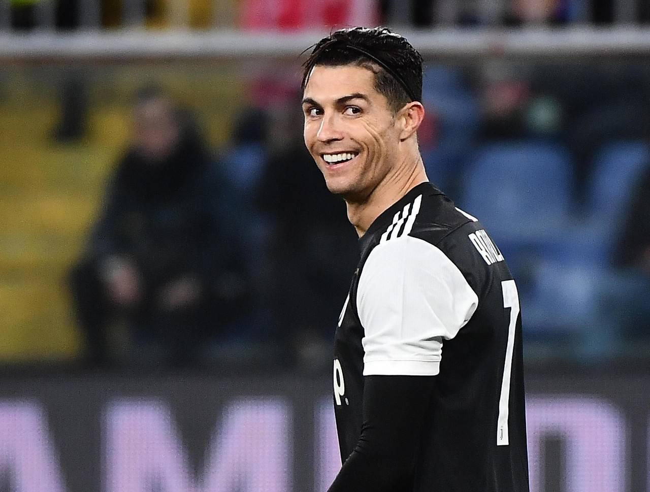 C罗去迪拜过圣诞没阻隔引争议!意大利媒体称:他单独练习就行!