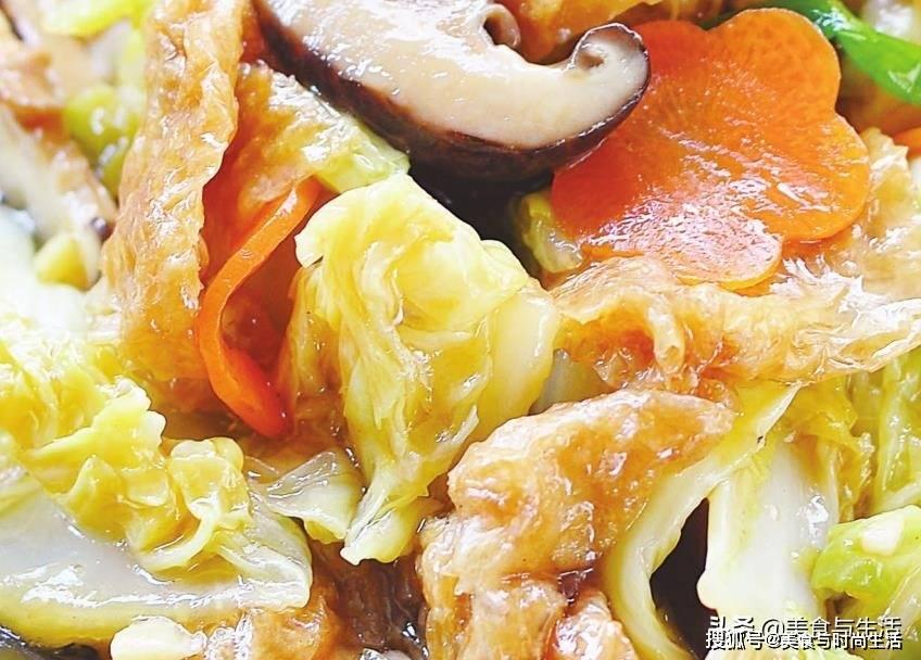 冬天多吃大白菜,换种搭配比炖猪肉粉条还香,汤汁浓郁,鲜味十足
