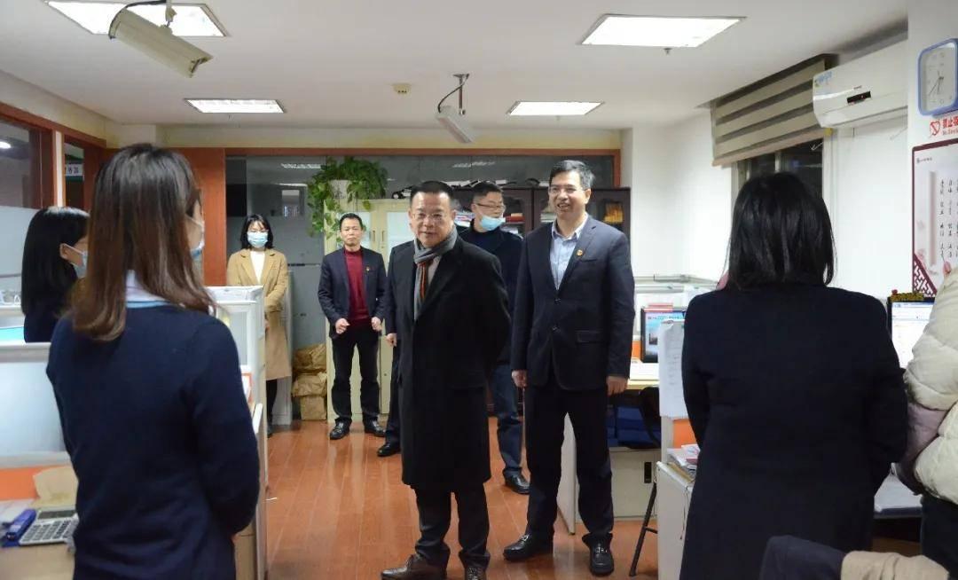 省委书记、省工商联主席李伟民到长乐农村商业银行看望年终决算一线员工