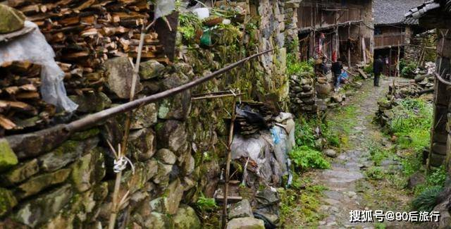 隐藏在深山里的石头村:群山环抱,自给自足,已有600多年历史