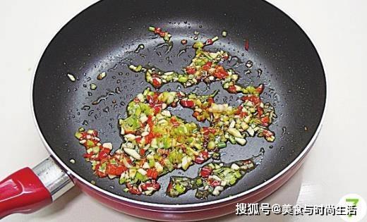 豆干这样做,既是下饭菜,又是开胃零食,吃着有嚼劲,比肉还香