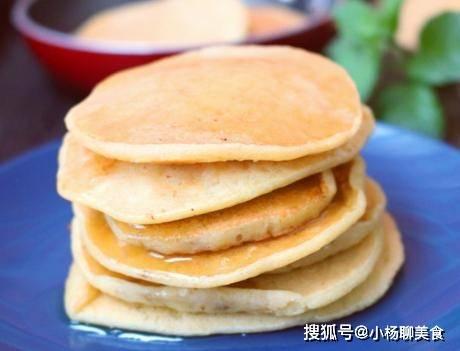 原Aauto快一点的家庭早餐,1根香蕉2个蛋黄,在锅里煎一下就可以吃了,简单又有营养