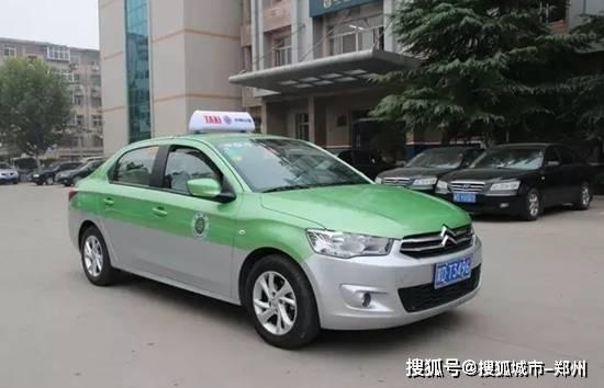 郑州市民乘出租遗落5万元 后续乘客与的哥通过警方归还