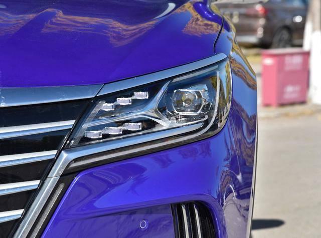 最初的SAIC自己的旗舰SUV,带有三个电动四轮驱动,在4.8秒内突破100,售价超过30万英镑。没人在乎