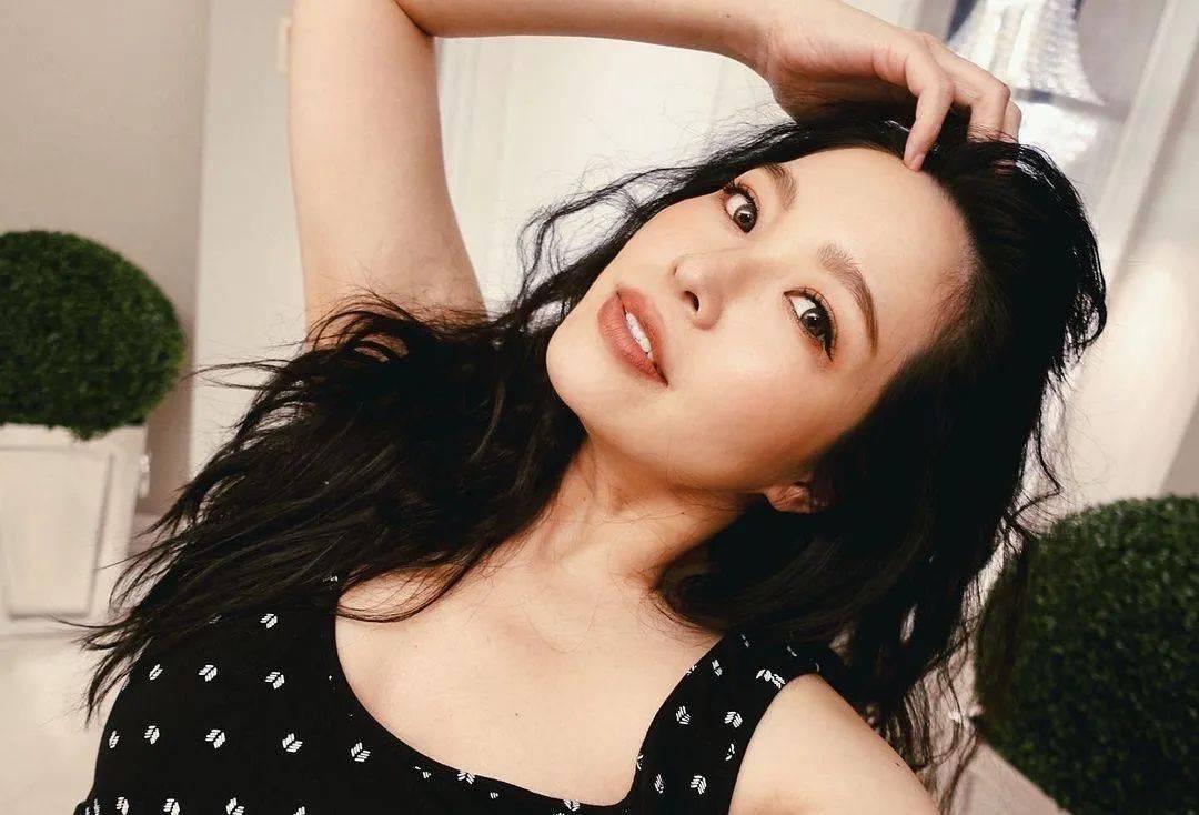 40亿台湾名媛廖晓乔挺大肚上杂志封面,曾是不婚主义,自曝盼了六年才怀孕  第12张
