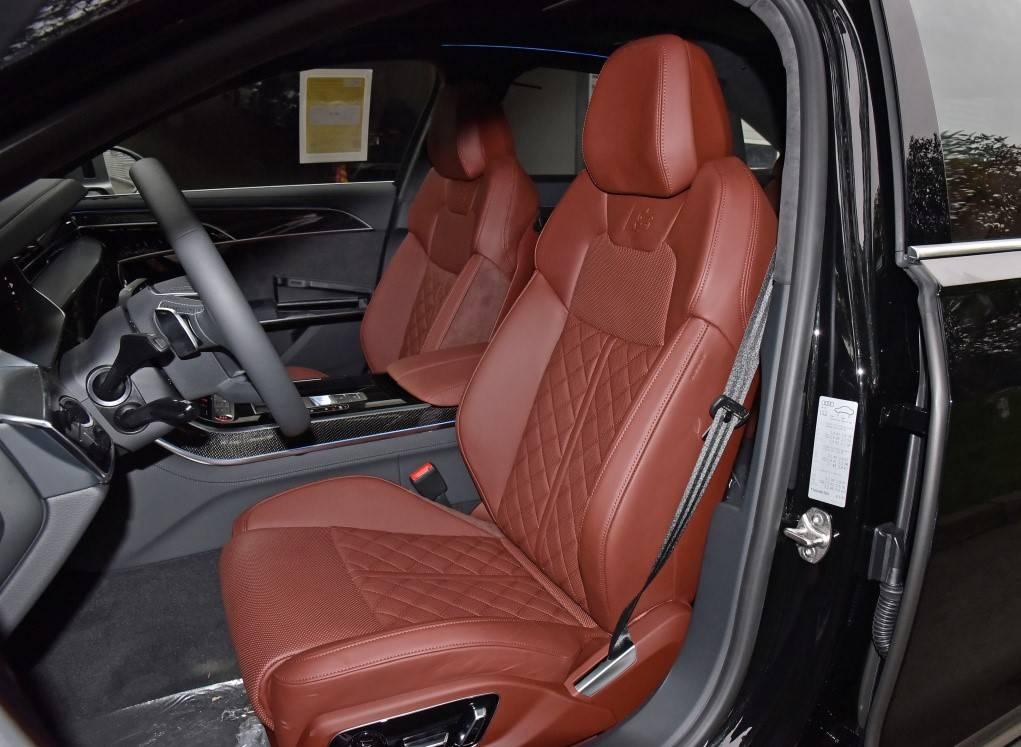原版奥迪旗舰车热卖,4.0T V8双涡轮售出200万。网友:买不起