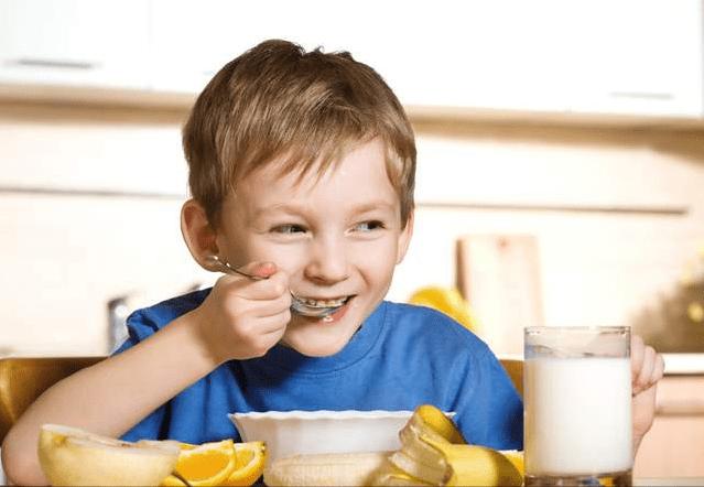 """原来的六顿""""假营养""""早餐正在破坏宝宝的肠胃和免疫力。父母可能想知道"""