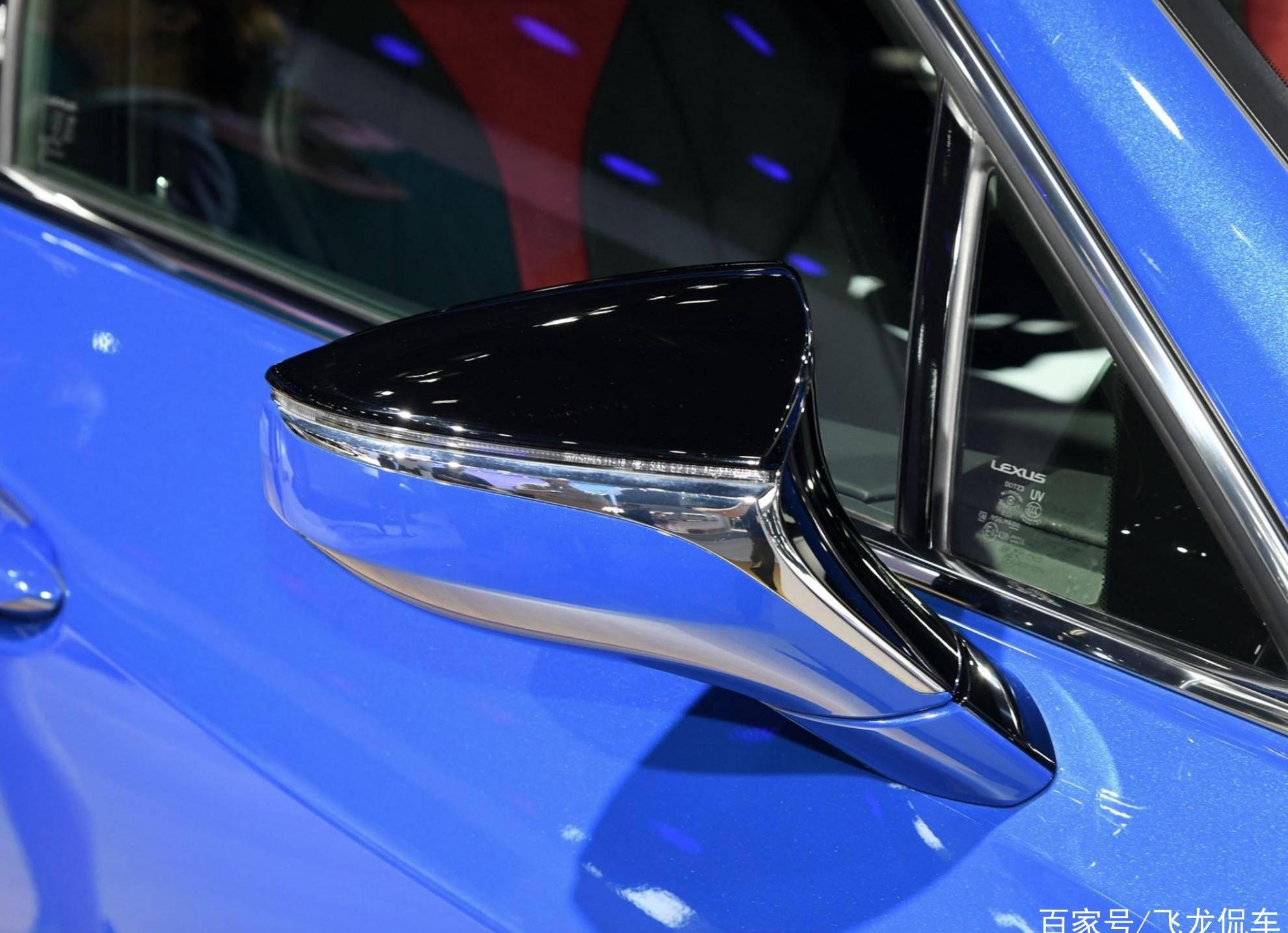 另一款原装豪华SUV,运动型车身通过尾灯,带混合动力系统,油耗4.6L