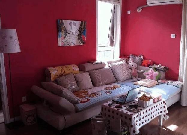 晒晒表姐在上海的公寓,红配绿真辣眼睛,难怪这么多年嫁不出去!