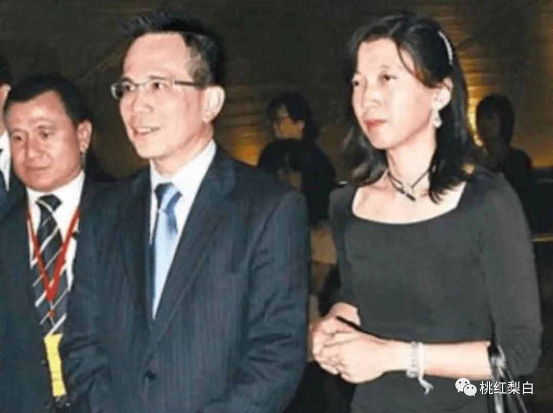 24岁就嫁入香港第一豪门,低调的王俪桥是最好命的原配太太?  第16张