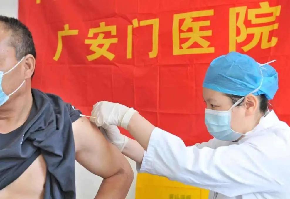 新征程,广医人再出发——元旦首日我院执行新冠肺炎疫苗接种任务  第6张