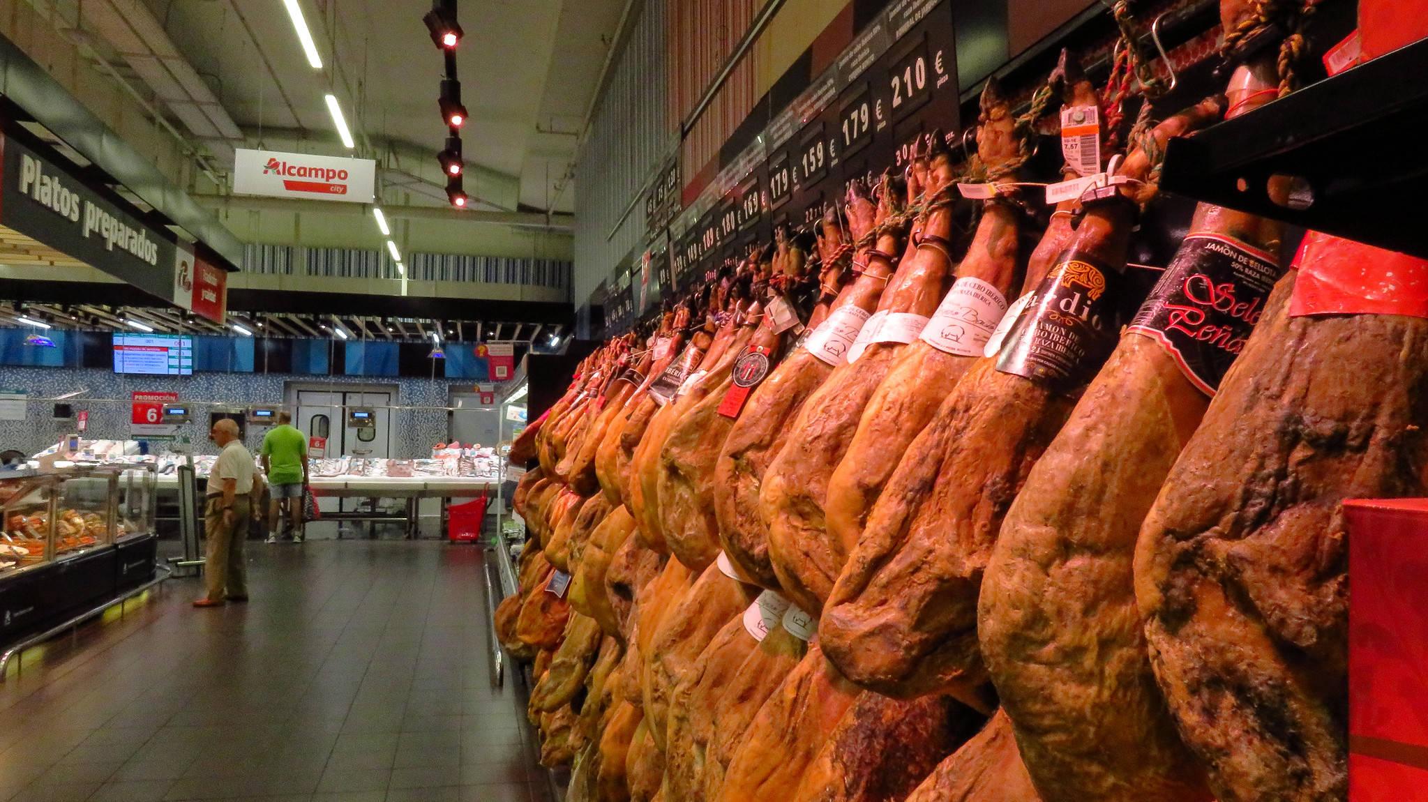 原中国人喜欢拍美国超市,夸猪肉便宜。真的,我们买不起也羡慕不起。